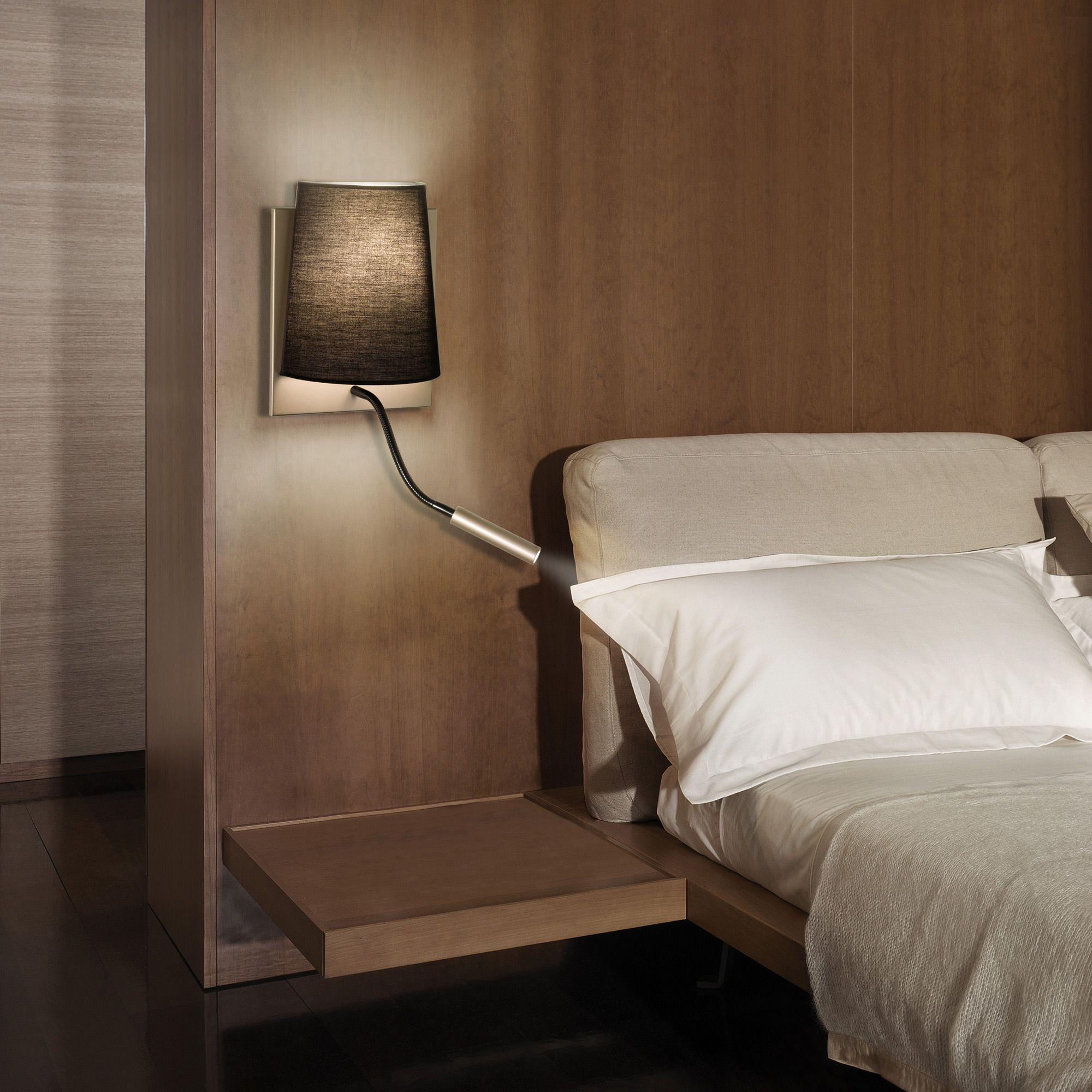 applique avec liseuse led en m tal et tissu noir hauteur. Black Bedroom Furniture Sets. Home Design Ideas