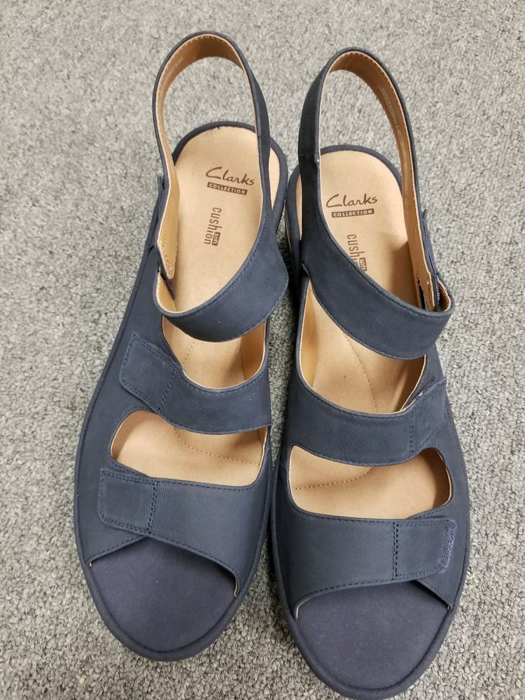 1226d3b02a6 Ladies Preowned Clarks Collection Soft Cushion Navy Blue Sandals Size 11W   Clarks  Hookandloopopentoesandals