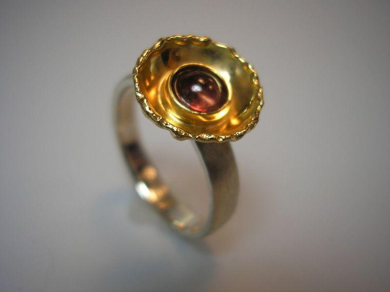 """Eine kleine Blüte für den Finger. Aus Silber, Gold und einem roten Turmalin. Ring """"HELIOPSIS 1"""" von GoldschmiedeNorwinVitten auf DaWanda.com"""