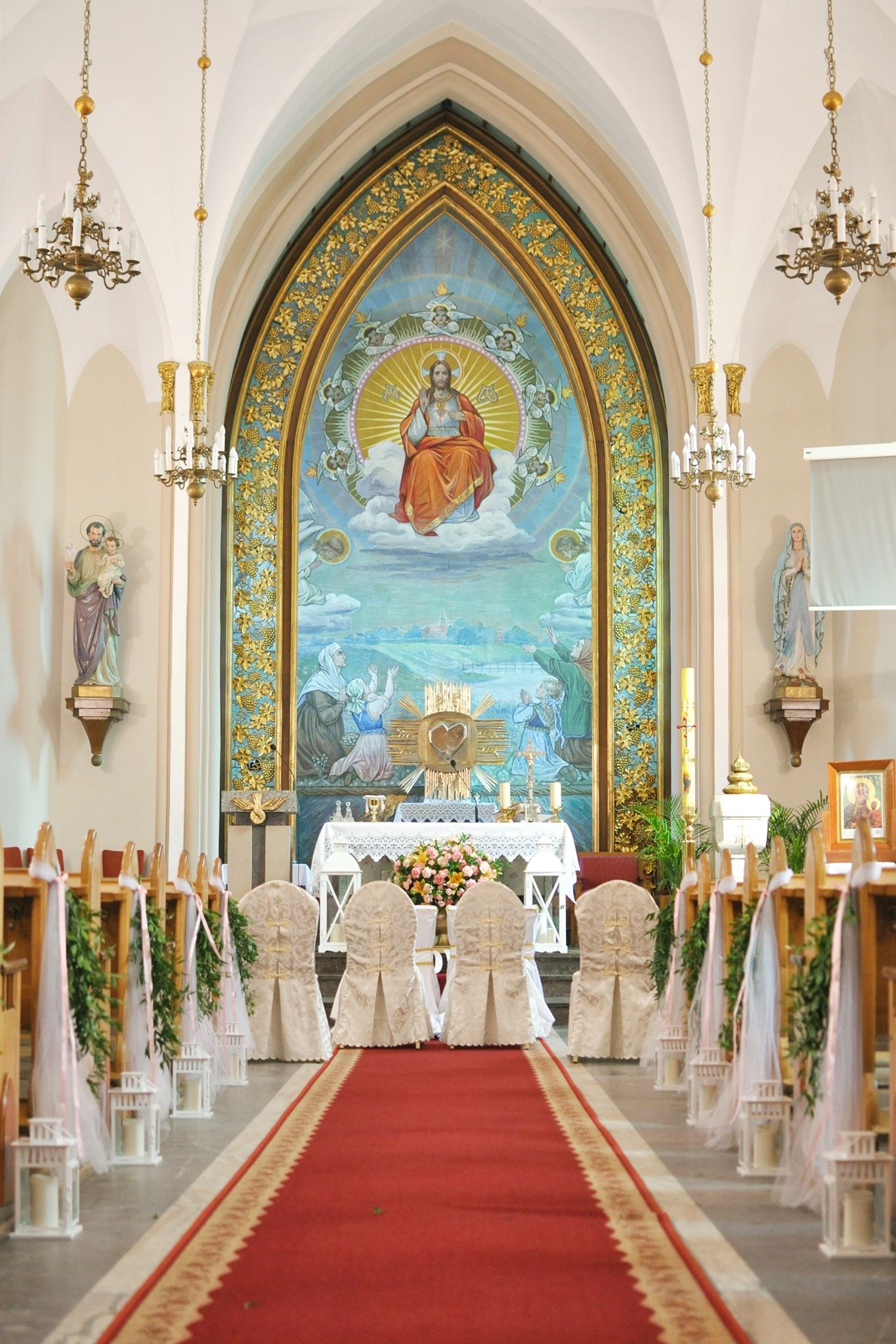 Dekoracja Kosciola Kolorowy Slub Zielen Brzoskwiniowe Kwiaty Wedding Ceremony Decoration Church Table Decorations Home Decor Decor