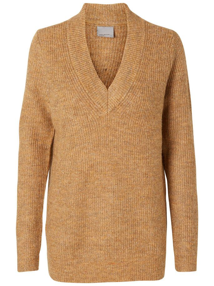 Cozy and cool knit from VERO MODA. Wear it with denim jeans and a classic coat.