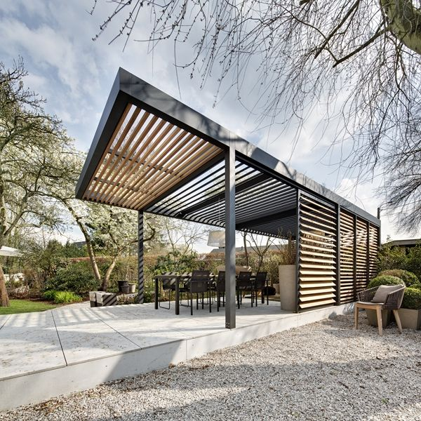 Freestanding louvre roof used to create the perfect al fresco outdoor living and seating area. Umbris