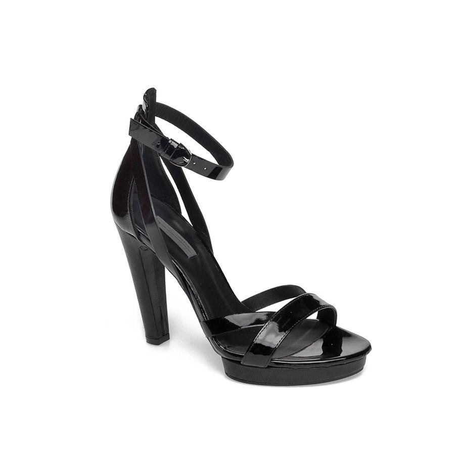 LINEA MARCHE FACTORY STORE Nei due outlet Linea Marche sono disponibili   calzature e  accessori per  uomo e  donna dei marchi internazionali Vic  Matié dfdd5fee6c1