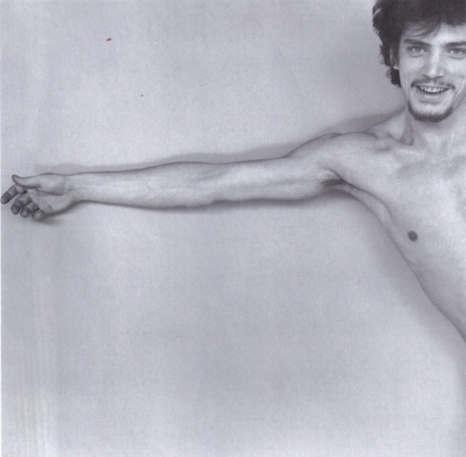 Robert mapplethorpe young man with arm extended 1975 the hand at the right degree of - Barthes la chambre claire ...