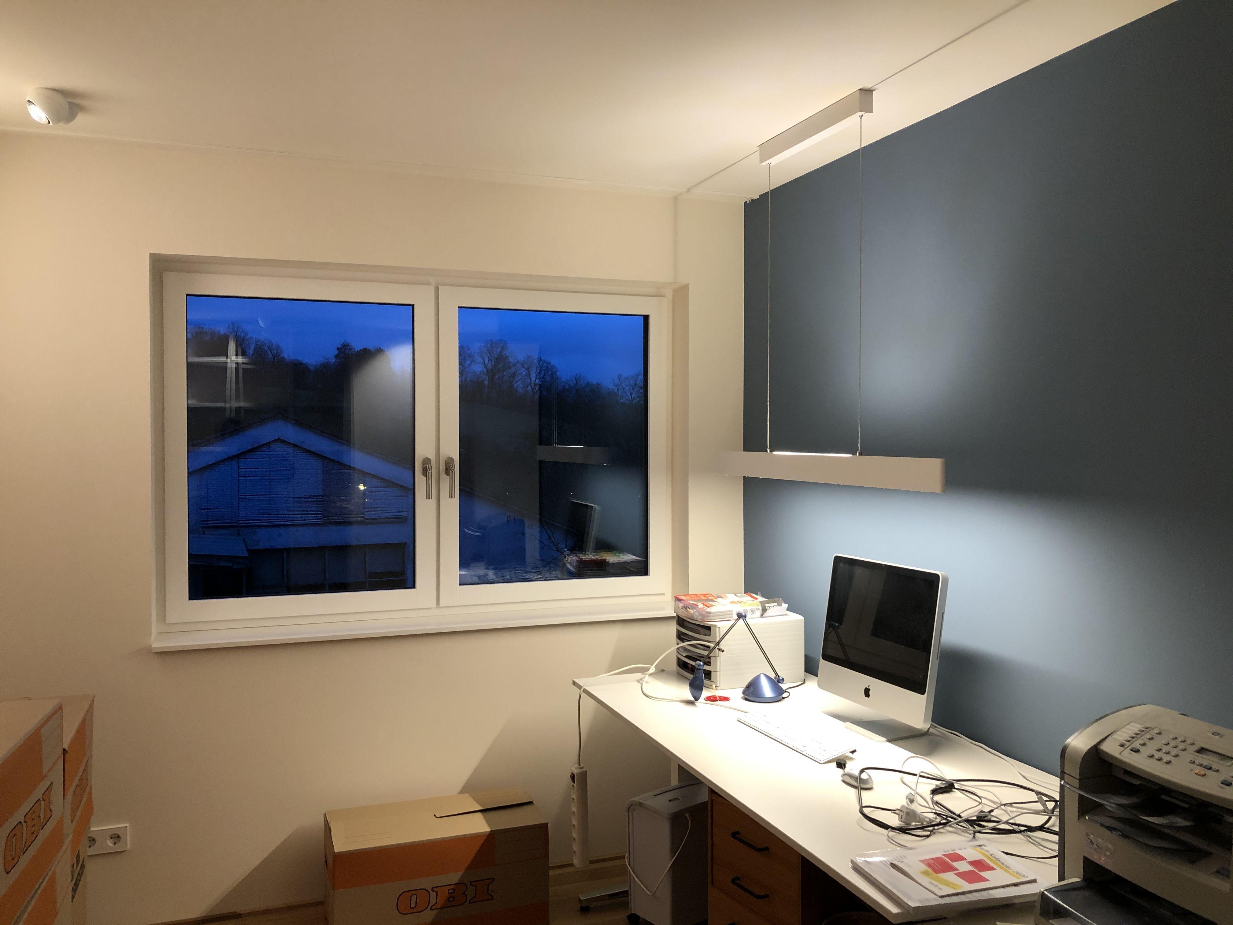 Das Eigene Buro Zuhause Muss Nicht Aussehen Wie Ein Buro Mit Der Richtig Geplanten Beleuchtung Ist Es Arbei In 2020 Beleuchtungskonzepte Burobeleuchtung Lichtplanung