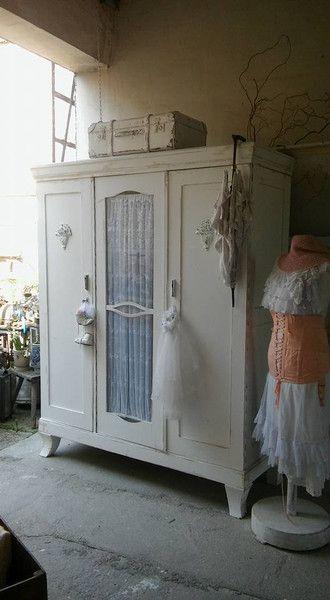 Vintage Schränke - Kleiderschrank Shabby Chic - ein Designerstück ...