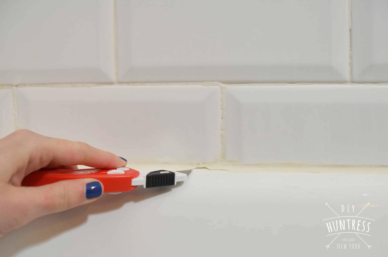 How To Re Caulk Your Bathtub The Right Way Bathtub Bathtub