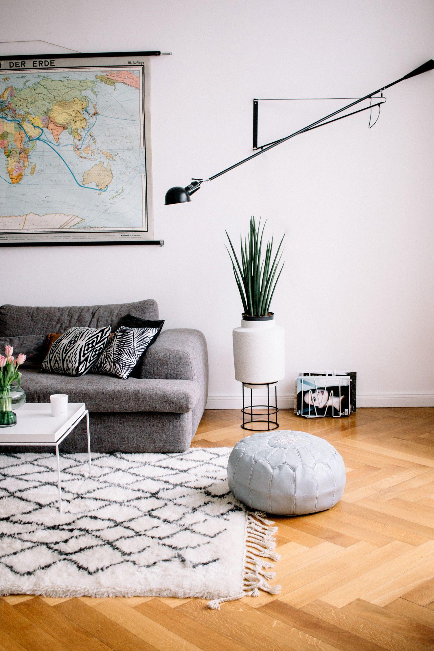 Living Room Find More Pictures Of My Berlin Apartment In Mitte On My Blog Flos 265 Berberteppich The Mit Bildern Teppich Wohnzimmer Zimmerdekoration Wohnzimmer Dekor