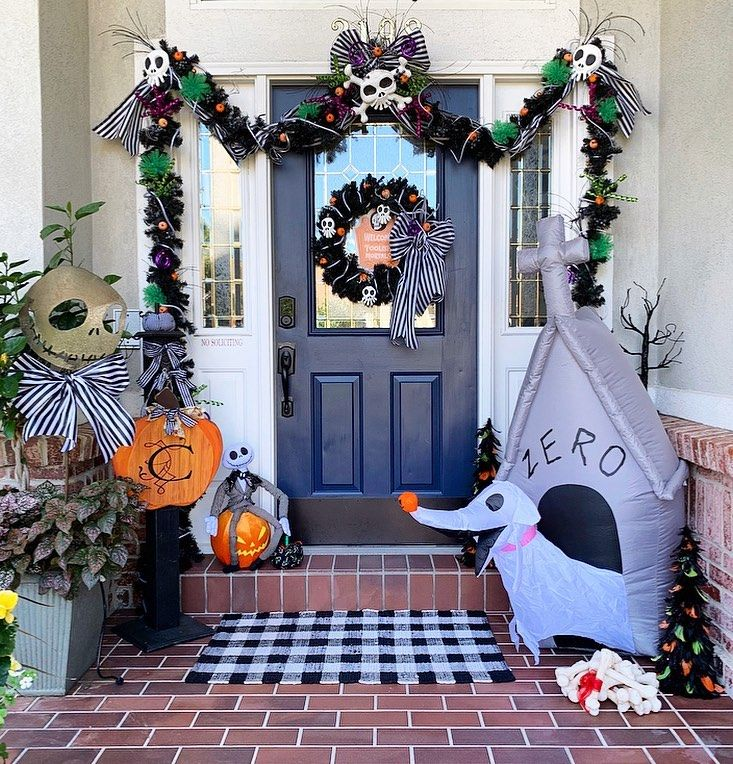 Decorate your porch with Halloween with Jack Skelling