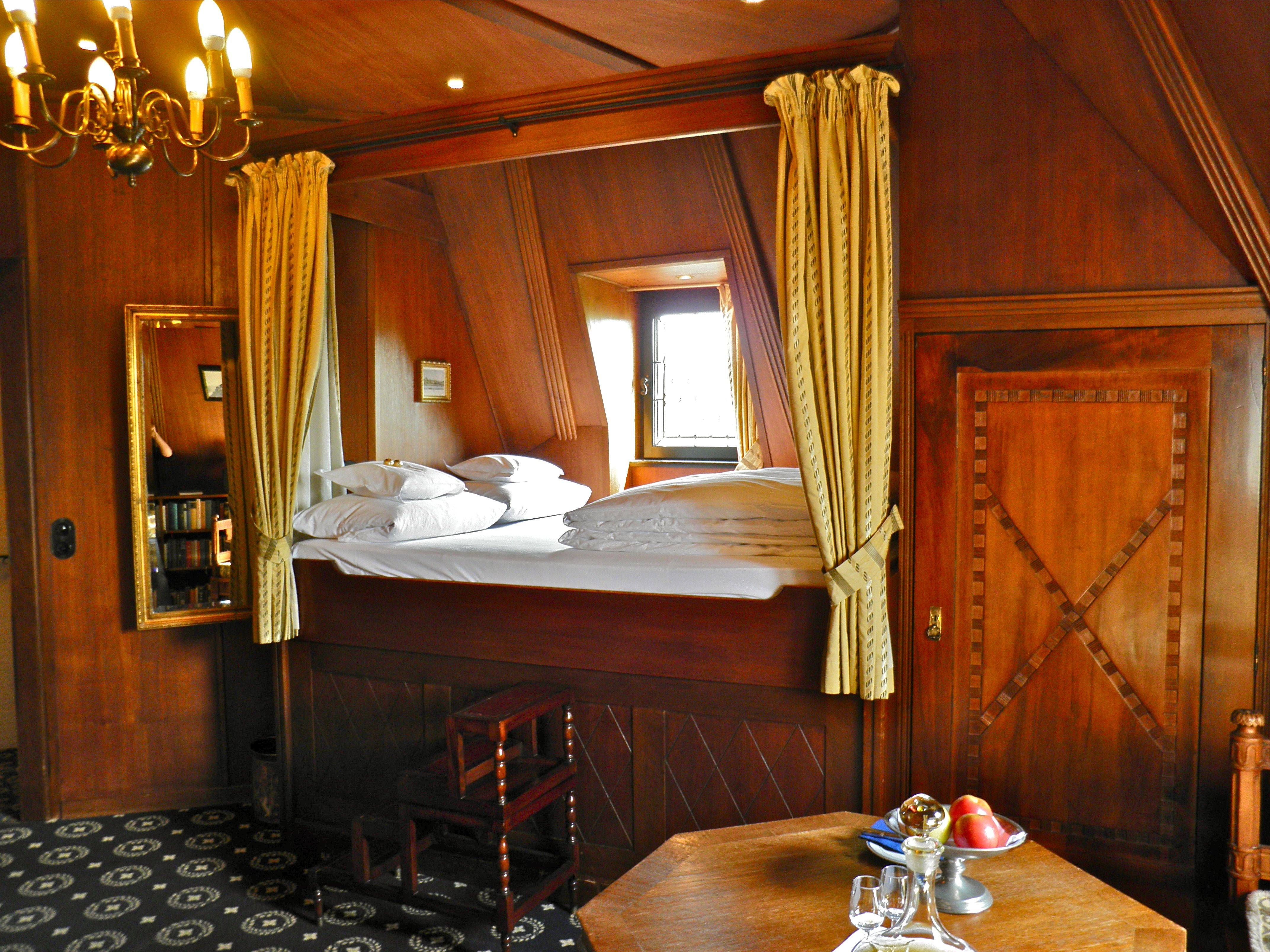 Peckforton castle hotel rooms 4 poster - Burghotel Auf Schonburg Room N 13 Suite 1st Floor With Lift 36 M Rhine River Valley Trip Pinterest Castles Rivers And Buckets
