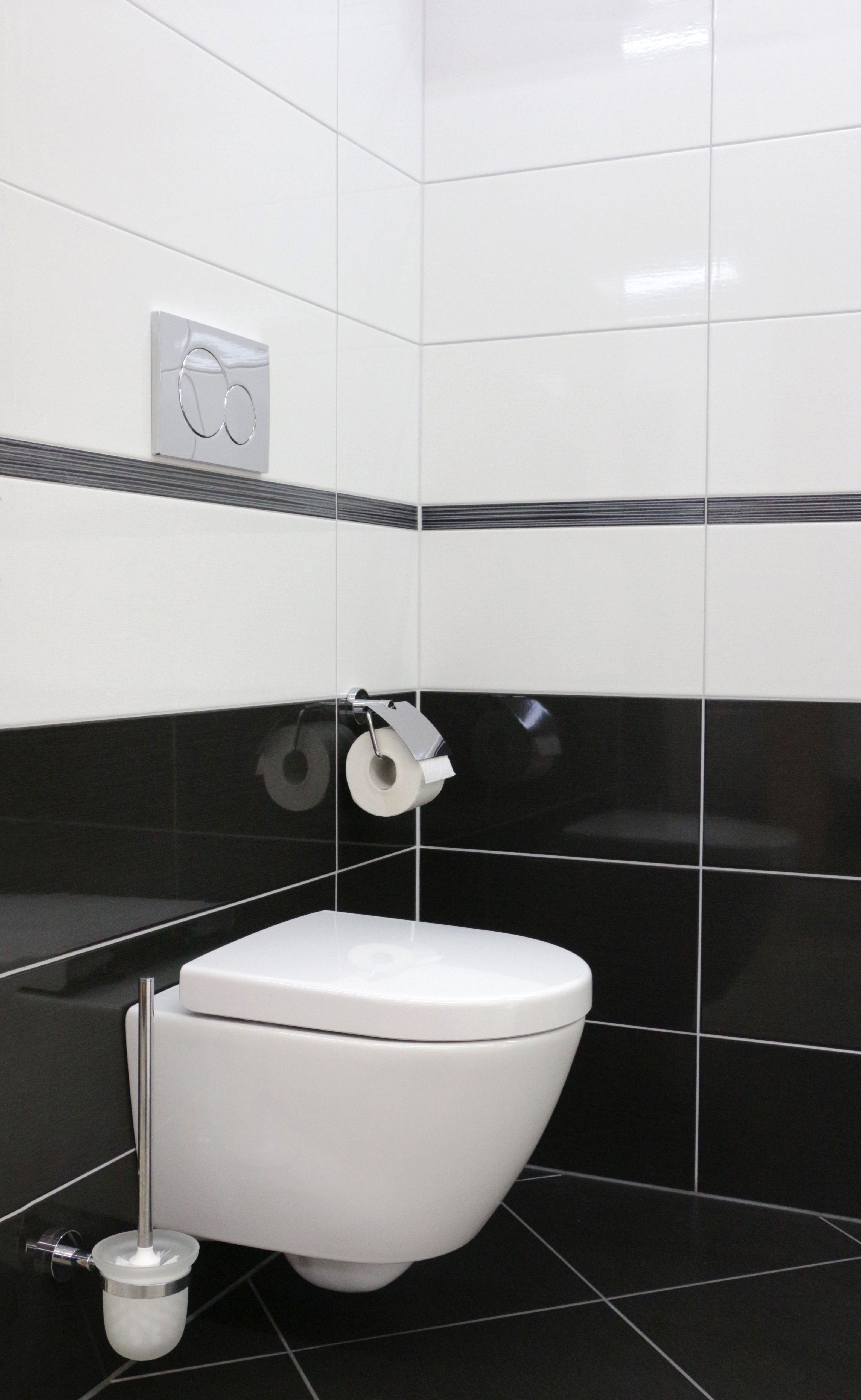 Schwarz Weiss Ein Klassiker Badezimmer Bad Bath Fliesen Schwarzweiss Gasteec Toilette Wc Fliese Badezimmer Schwarz Fliesen Schwarz Weiss Bad Fliesen Ideen