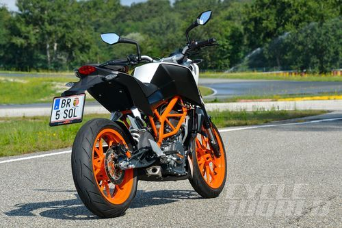 BMW K1200R Naked Motorcycle Review Road Test, Specs