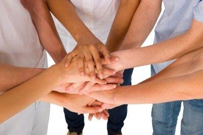 manos de amigos