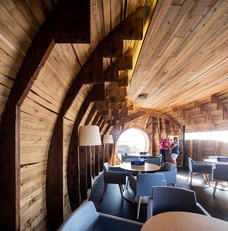 gewölbtes Dach und Wandverkleidung aus Holz Häuser House - interieur mit holz lamellen haus design bilder