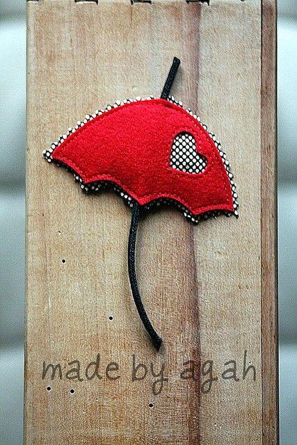 Paraguas de fieltro rojo