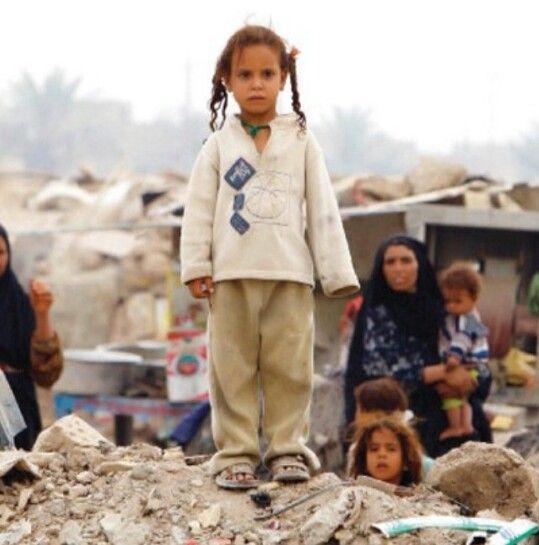 مساعدة الفقراء و المحتاجين إنه لا شيء في هذا العالم أهم من العائلة لكن ماذا لو لم تستطع أنت الاعتناء بعائلتك ماذا لو كنت فقير Couple Photos Photo Couples