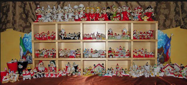 Estas pequeñas figurillas de duendes provienen de Japón, y que fueron producidos en grandes cantidades y se vendieron en los EE.UU. en los años 50 y 60. tocan instrumentos musicales, al volante , leer libros. Brian tiene de todos los colores