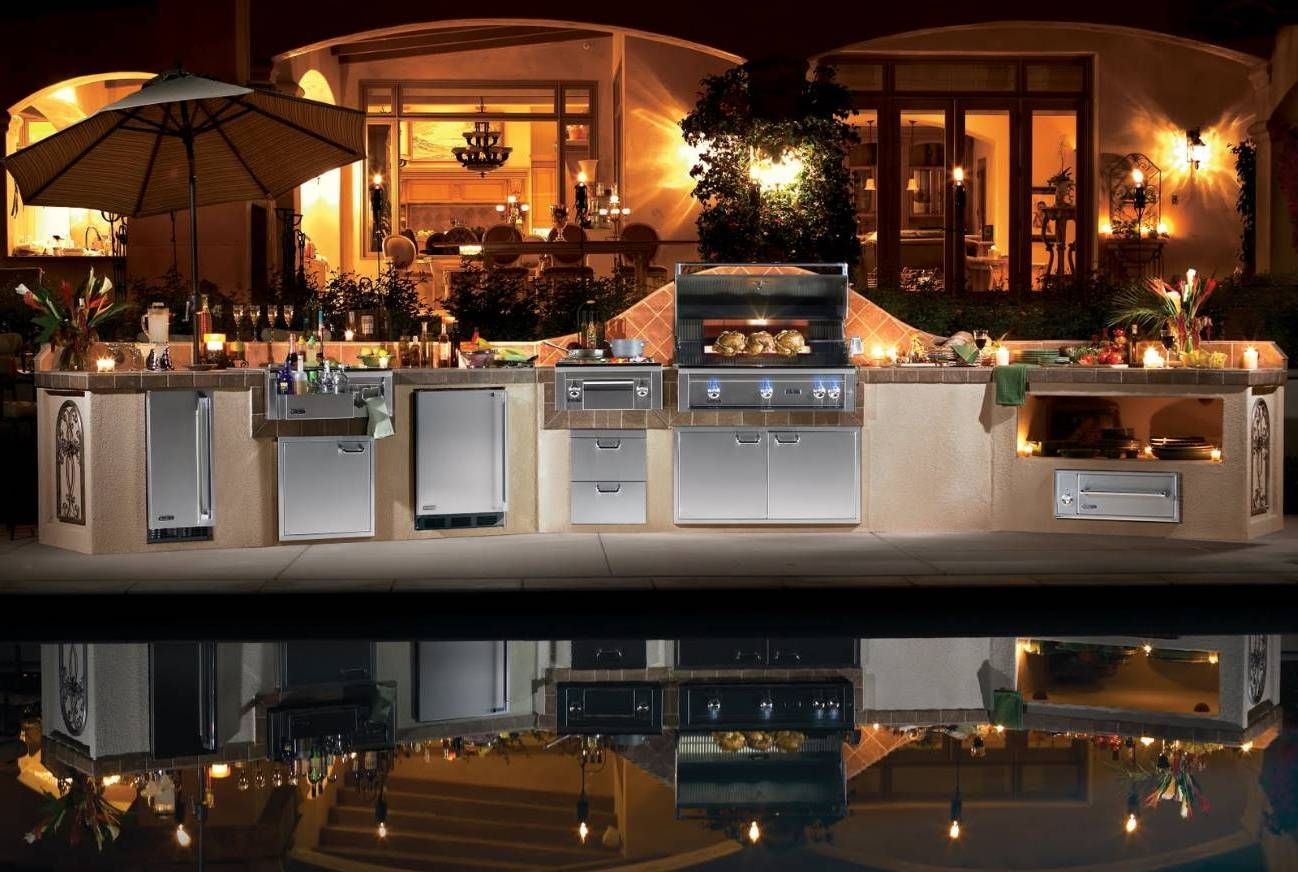 luxury outdoor kitchen with nice and cozy kitchen island on pool