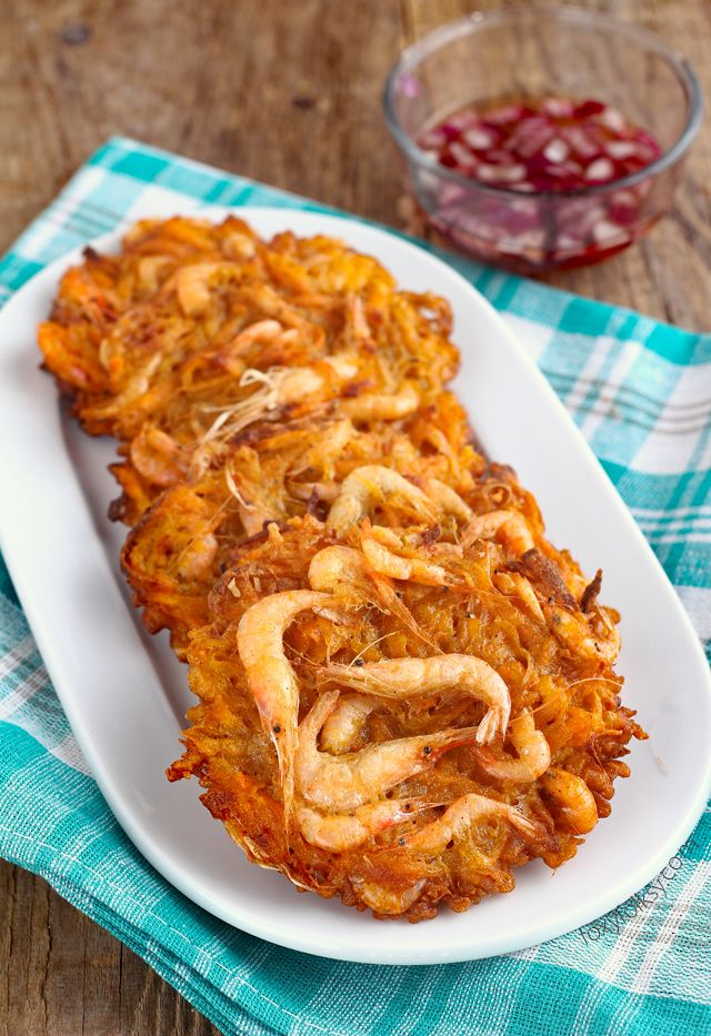 Get this easy Ukoy recipe, the Filipino crunchy shrimp fritters using sweet potato.   www.foxyfolksy.com