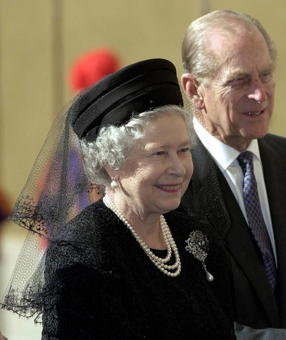 Queen Elizabeth Ii Prince Philip Arriving At The Vatican