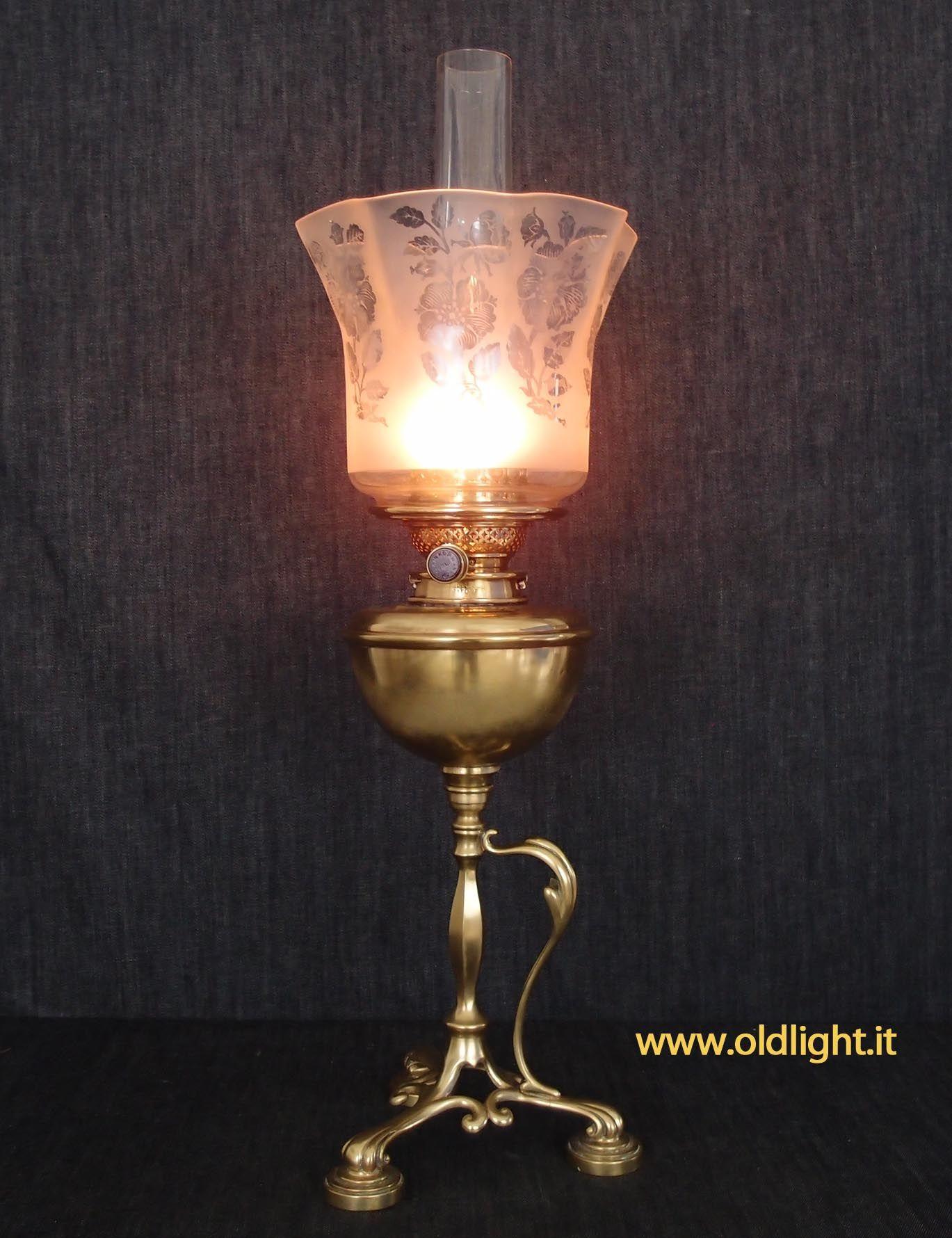 Lampada Da Tavolo Inglese Tripode In Fusione Di Ottone Arts And Crafts Raro Bruciatore Inglese Duplex Hink S Son N Oil Lamps Lamp Candle Holders
