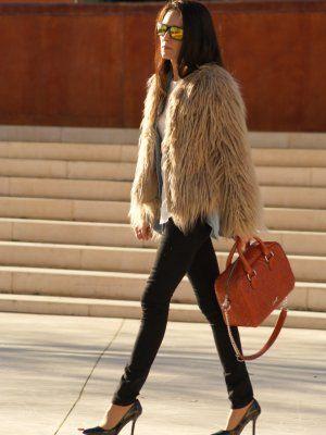 marialeon Outfit   Invierno 2012. Combinar Gafas Negras Oakley, Abrigo Beige Zara, Bolso Marróno Bimba