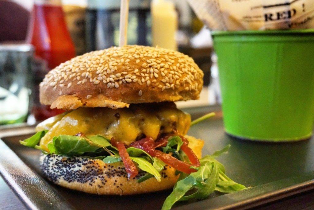 Le Butcher Paris Halal Burger Joint Near Champs Elysees Et Food Voyage Halal Burgers Paris Food Restaurants Burger Joints