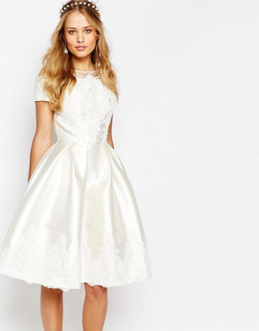 01525367f49ee79 Chi Chi London | Свадебное платье миди с вышивкой и короткими рукавами Chi  Chi London на ASOS