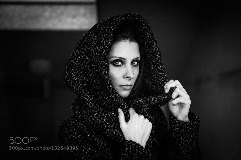 black swan by RaymondMottl