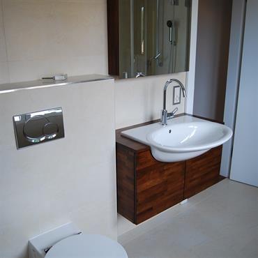 Modernes Wc wc suspendu avec chasse d eau murale encastrée salle de bain