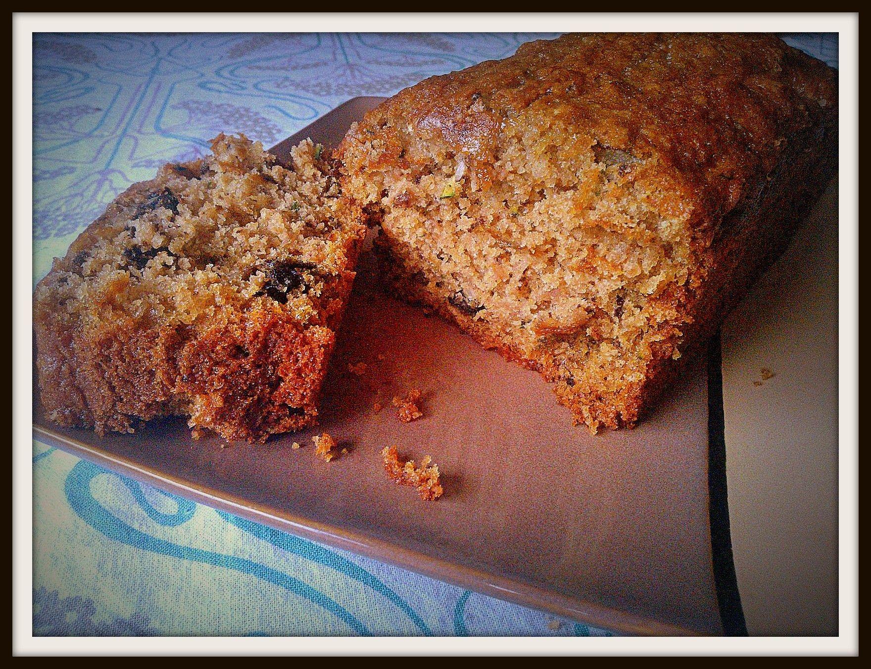 zuccini bread, con harina de avena integral, azúcar de caña, zuccini, nueces.