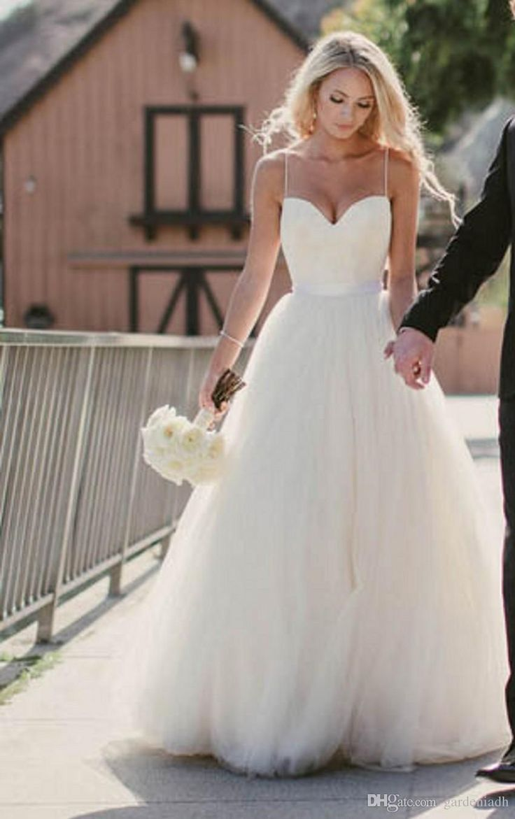 Beach Wedding Dresses 2015 New Sweetheart With Lace Corset Bodice Spaghetti Straps Tulle Bridal Gowns Discount Sale Princess Country