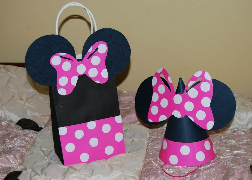 minnie mouse from black posterboard pink posterboard and white