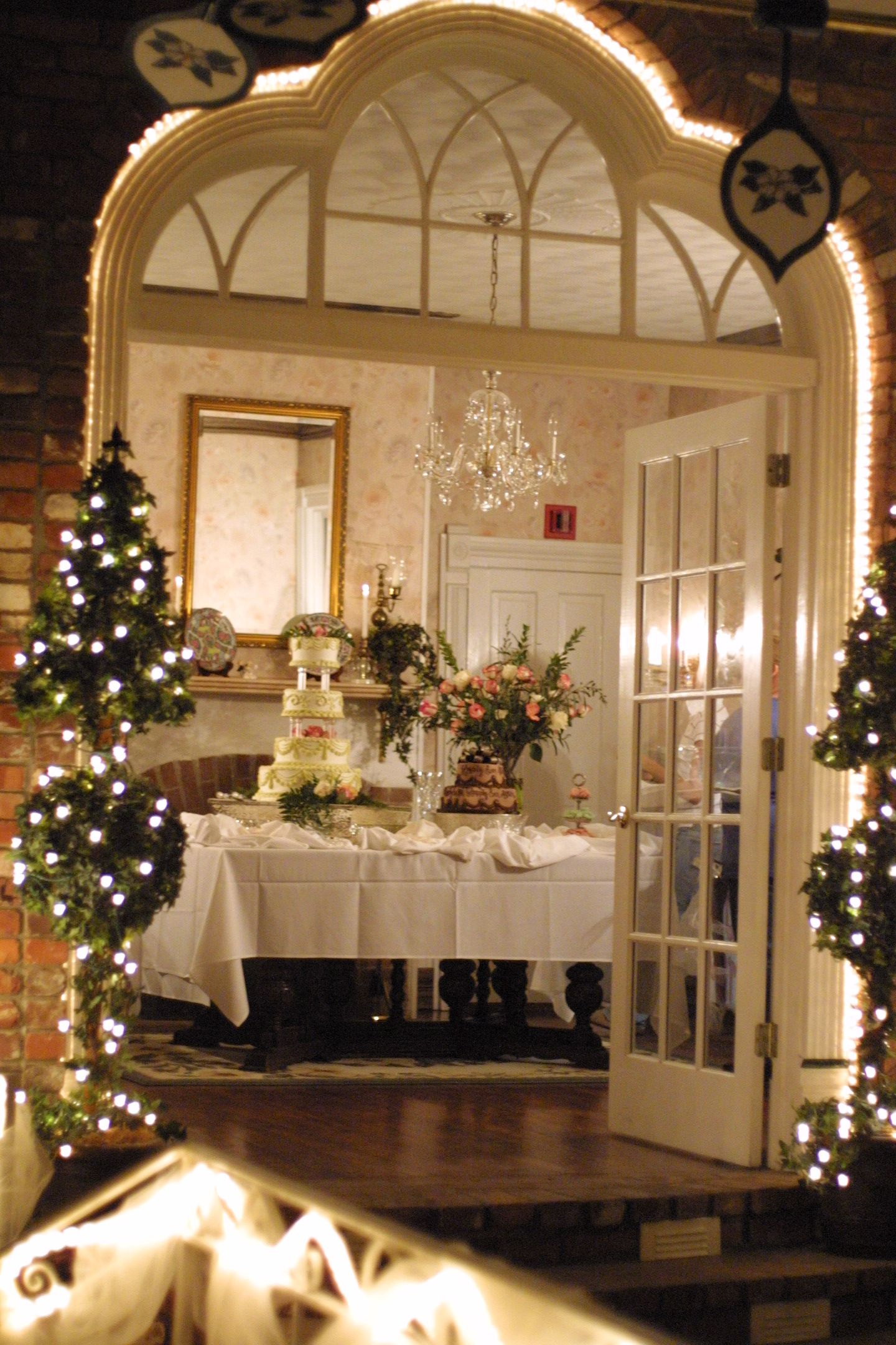 Quaint Wedding Reception At Magnolia Gardens In Springdale Ar