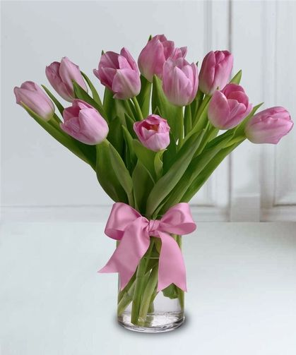 A Classic Arrangement Featuring 1 Bunch Of Our Finest Pink Tulips Arranged In A Vase Pink Tulips Bouquet Wedding Flowers Tulips Flower Delivery