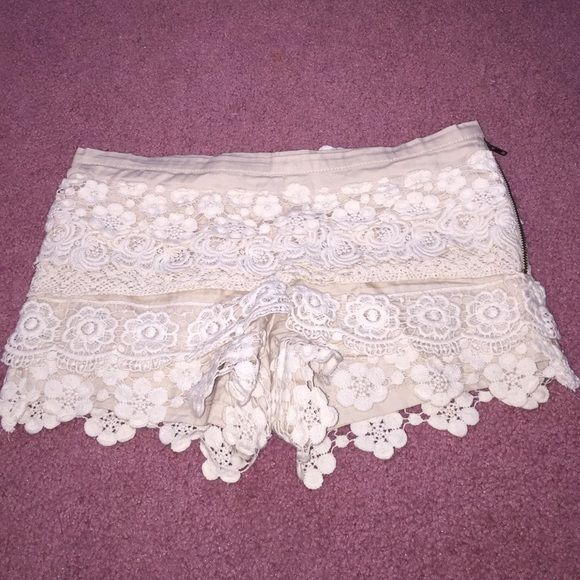 """Cream Crochet Lace Shorts Size small. Can fit a size 25-26"""" no trades 8/10 condition Charlotte Russe Shorts"""