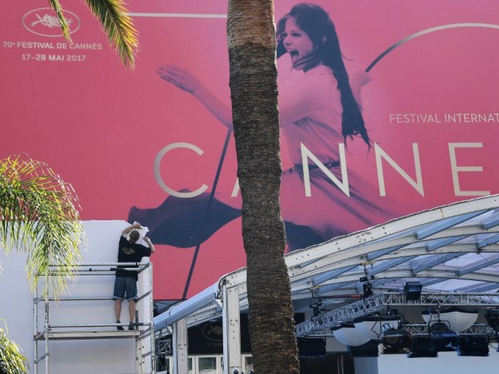 Festival de Cannes: les coulisses d'un redoutable business https://www.challenges.fr/cinema/renault-hp-l-oreal-nespresso-orange-les-vraies-stars-du-festival-de-cannes_473670?utm_campaign=crowdfire&utm_content=crowdfire&utm_medium=social&utm_source=pinterest