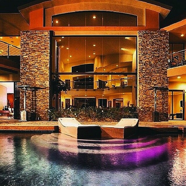 27 000 000 modern mansion in las vegas with a pool for Las vegas dream homes