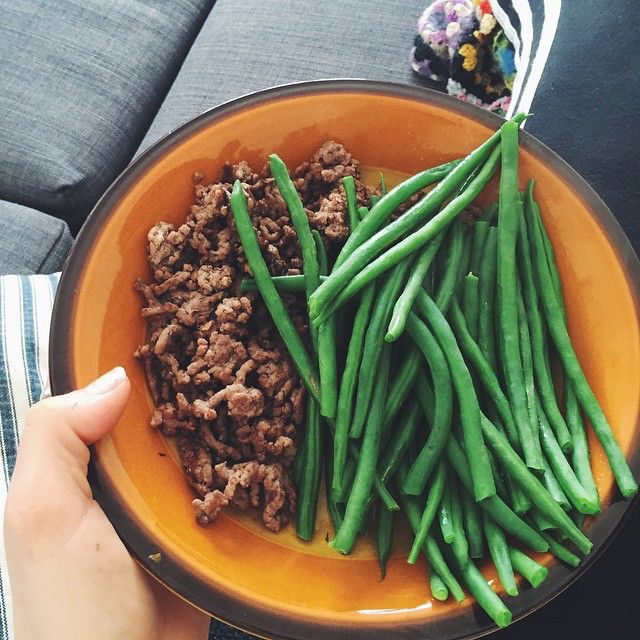Når det hele skal gå hurtigt, være sundt, billigt og stadig lækkert. Friske bønner og oksekød til frokost  #vsco #vscocam #lunch #easy #yummi #healthy #food #foodvsco #weekend #friday #sund15 #sundhed #sundapril #sundiapril #sundogglad #sundbalance #majasbalance #sundkropogsjæl #fitfam #fitfamdk #beans #eatclean #vegestables