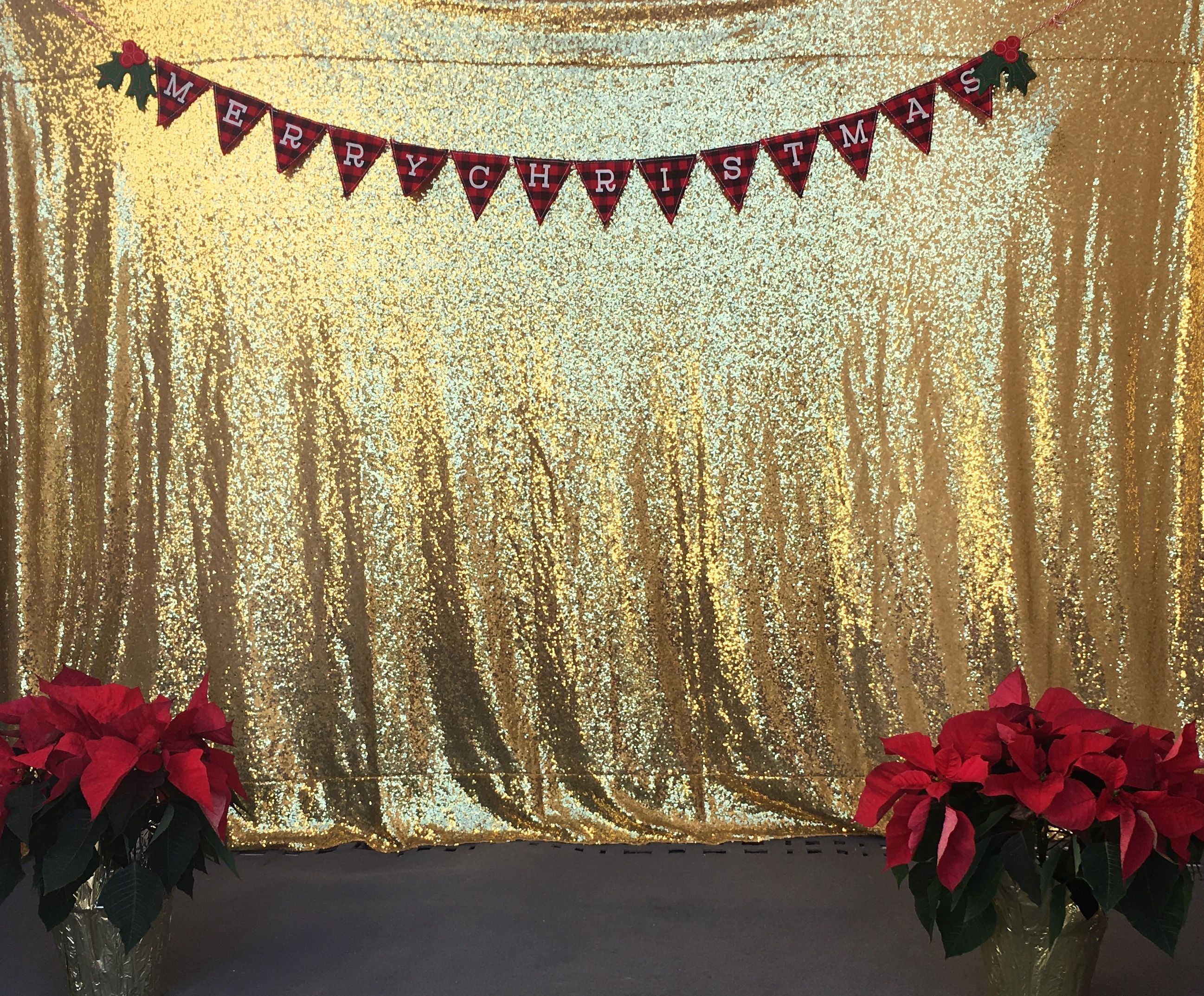 #DIY Christmas Photo Backdrop. Gold Sequin Table Cloth