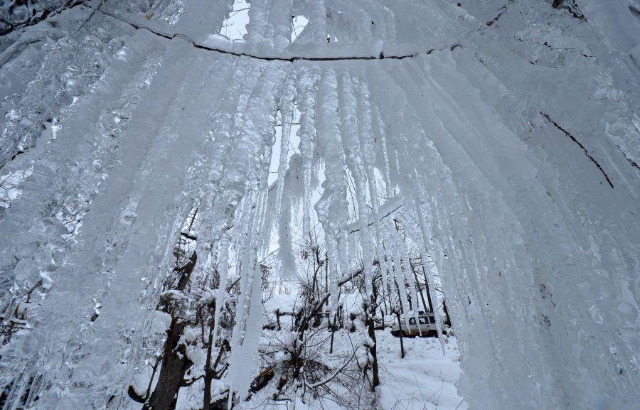 1カ月続いた大雪によって、幻想的な冬の景色に変わった。