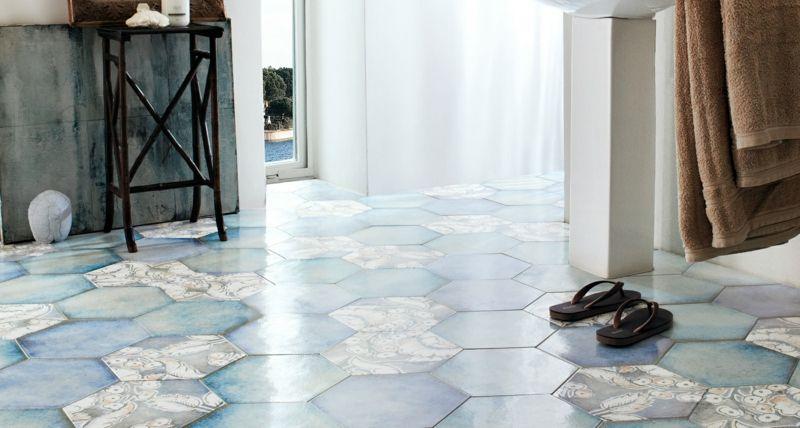 carrelage hexagonal bleu, gris et blanc à motifs floraux patchwork - dalle beton interieur maison