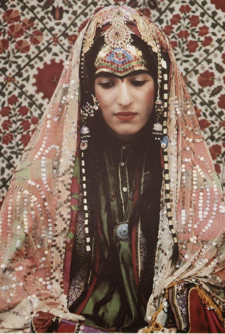 Reconstruction of an afghani jewish bride 39 s outfit for Ancient jewish wedding dress