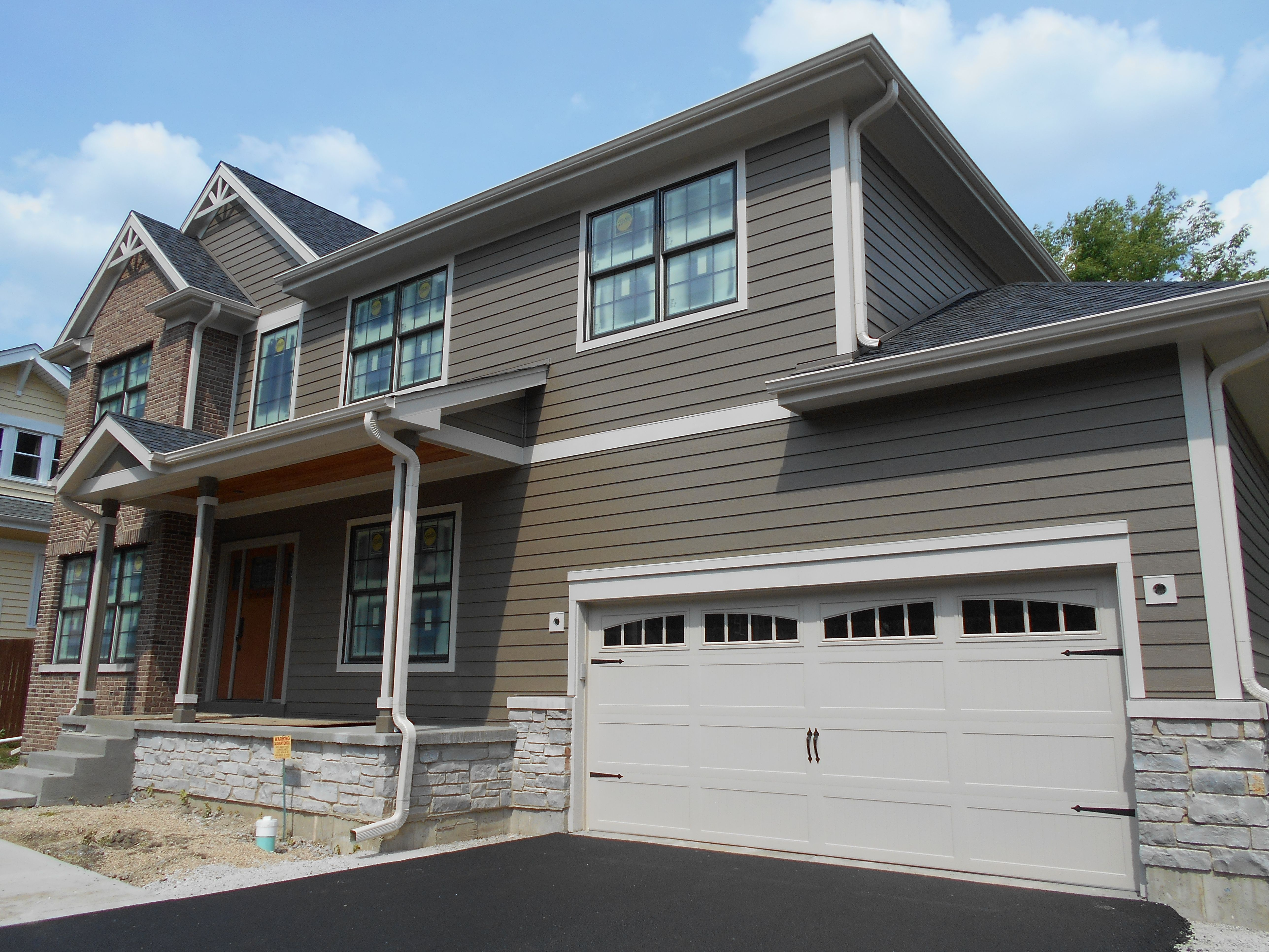 Choosing The Right Color For Your Siding Makes A Statement To Your New Home Home New Homes Exterior Remodel