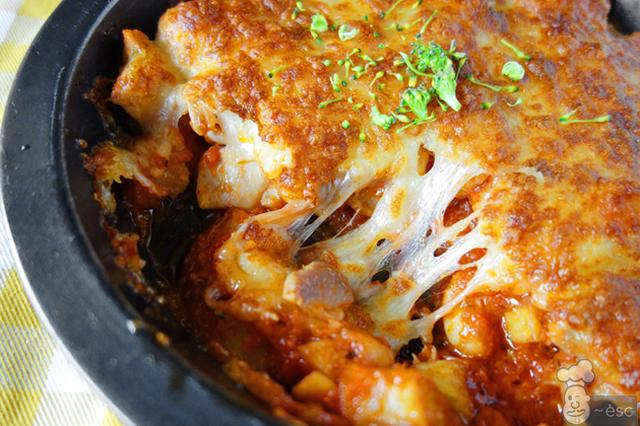 Prepárate porque este pollo gratinado con queso y salsa de tomate está de toma pan y moja. Espero que te haya gustado esta receta de pollo gratinado y que la disfrutes en la mejor compañía