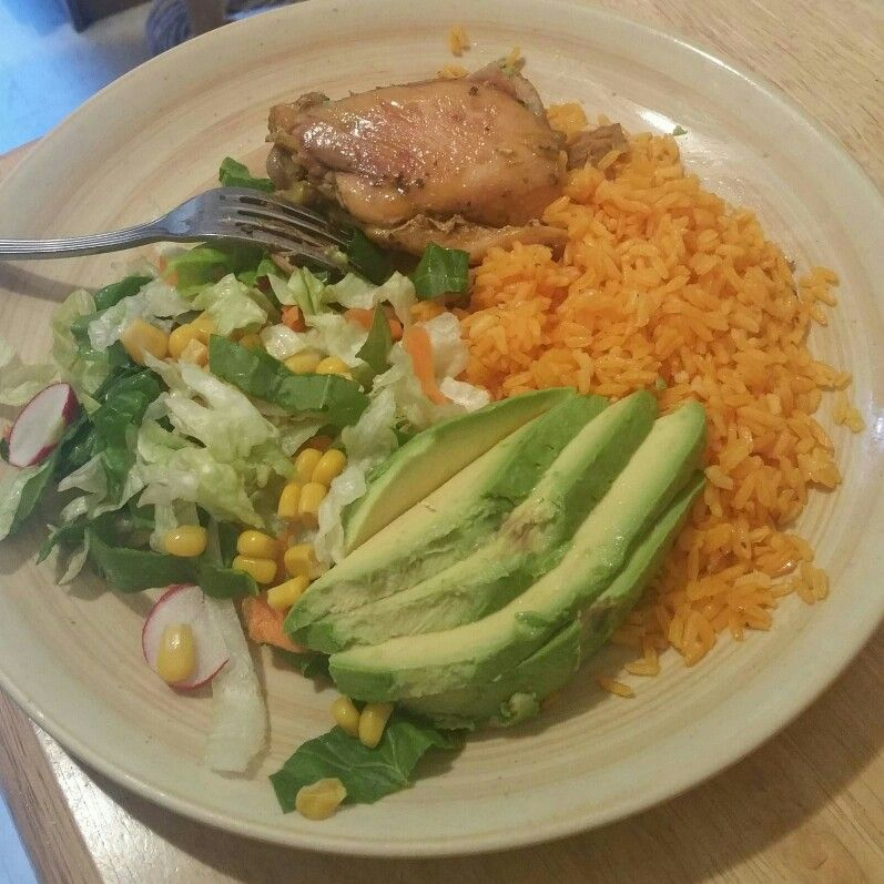 Dinner is served #Yellowrice #Salad #avocado #Chicken #PersonalTrainer #workout #Diet #cardio #weightlost #Stayinshape #run #eatclean