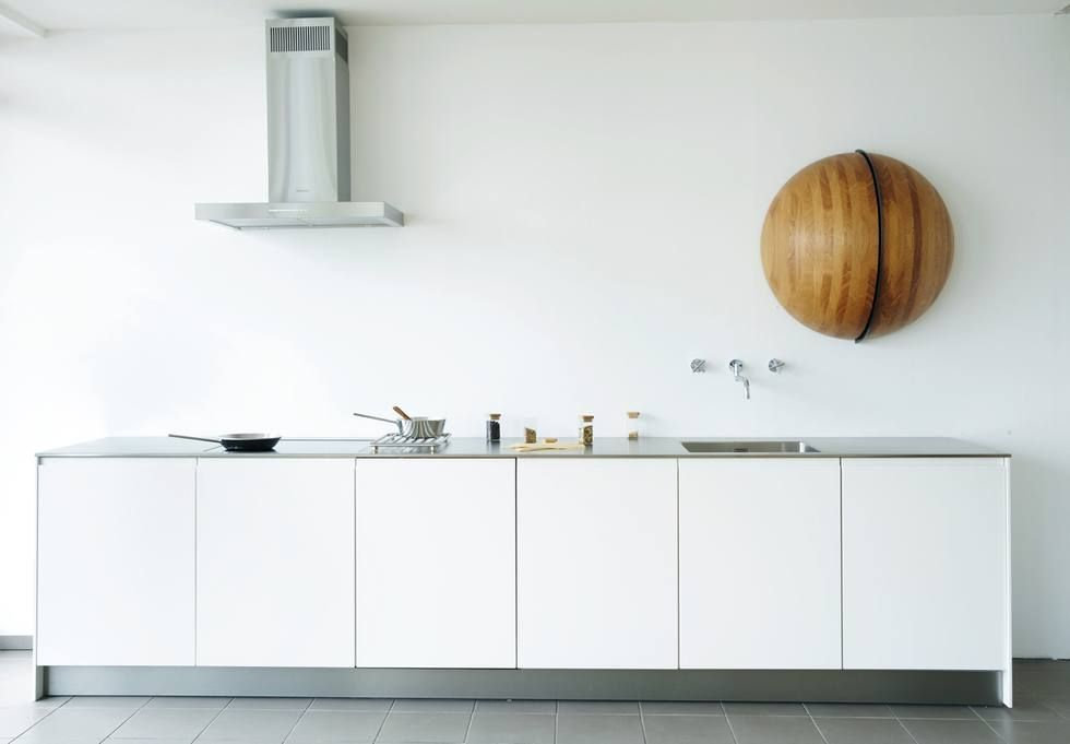 Kleine küche idee bild wenig platz küchenzeile kurz design weiß leicht schlicht modern idee foto allmilmö
