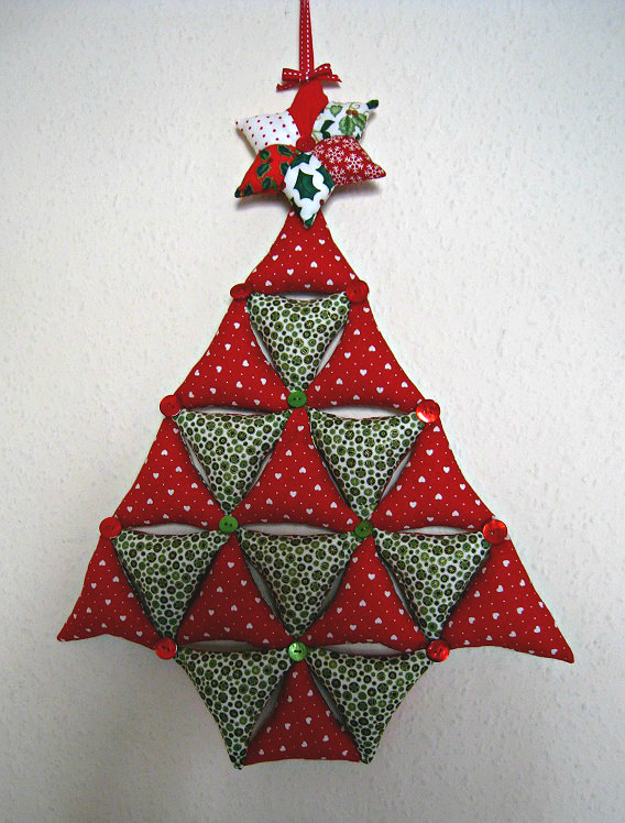 Create A Cute Hanging Christmas Tree From Fabric Quilting Digest Hanging Christmas Tree Christmas Quilting Projects Christmas Patchwork