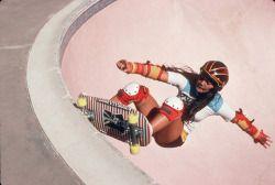 Peggy Oki 女生滑板 Shred