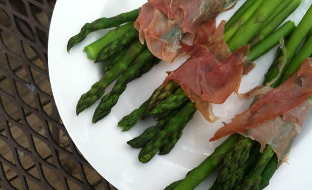 Prosciutto Wrapped Asparagus Recipe- easy and healthy appetizer or side for a shmancy change of pace